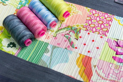 Tutti™ makes it easy to add multiple colours to your quilting for a little fun!Tutti™ makes it easy to add multiple colours to your quilting for a little fun!